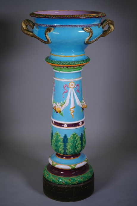 Manufacture Minton, Snake basin on its column.