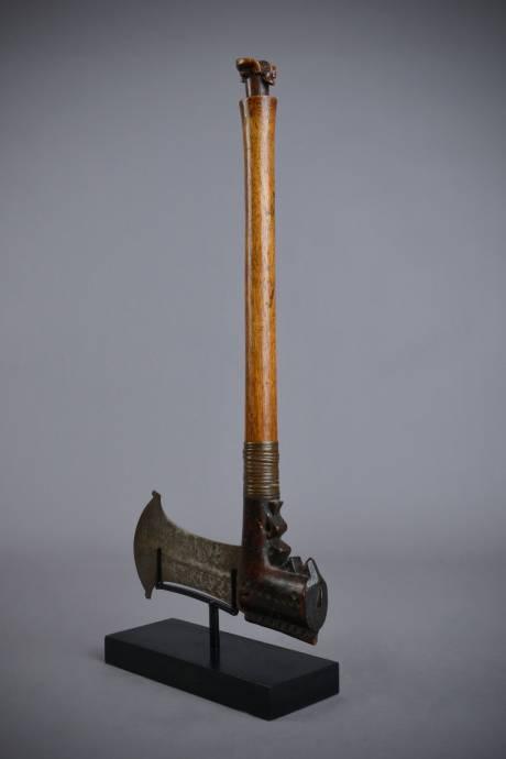 Tschokwe, Ceremonial axe