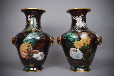 Galerie Origines - Arles - Very important and exceptional pair of ceramic vases with a slip decor on a black background