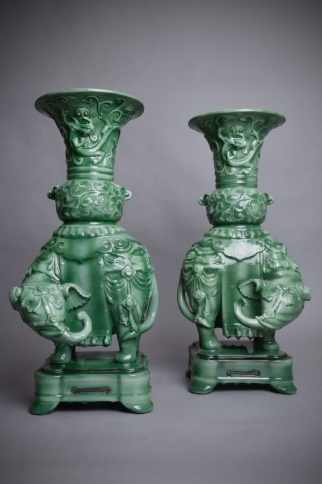 Th. Deck, vases éléphants (paire)